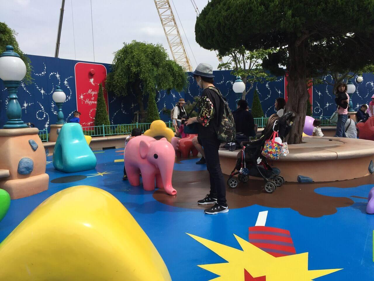 トゥーンタウンの「トゥーンパーク」は、ハイハイの赤ちゃんも楽しめます