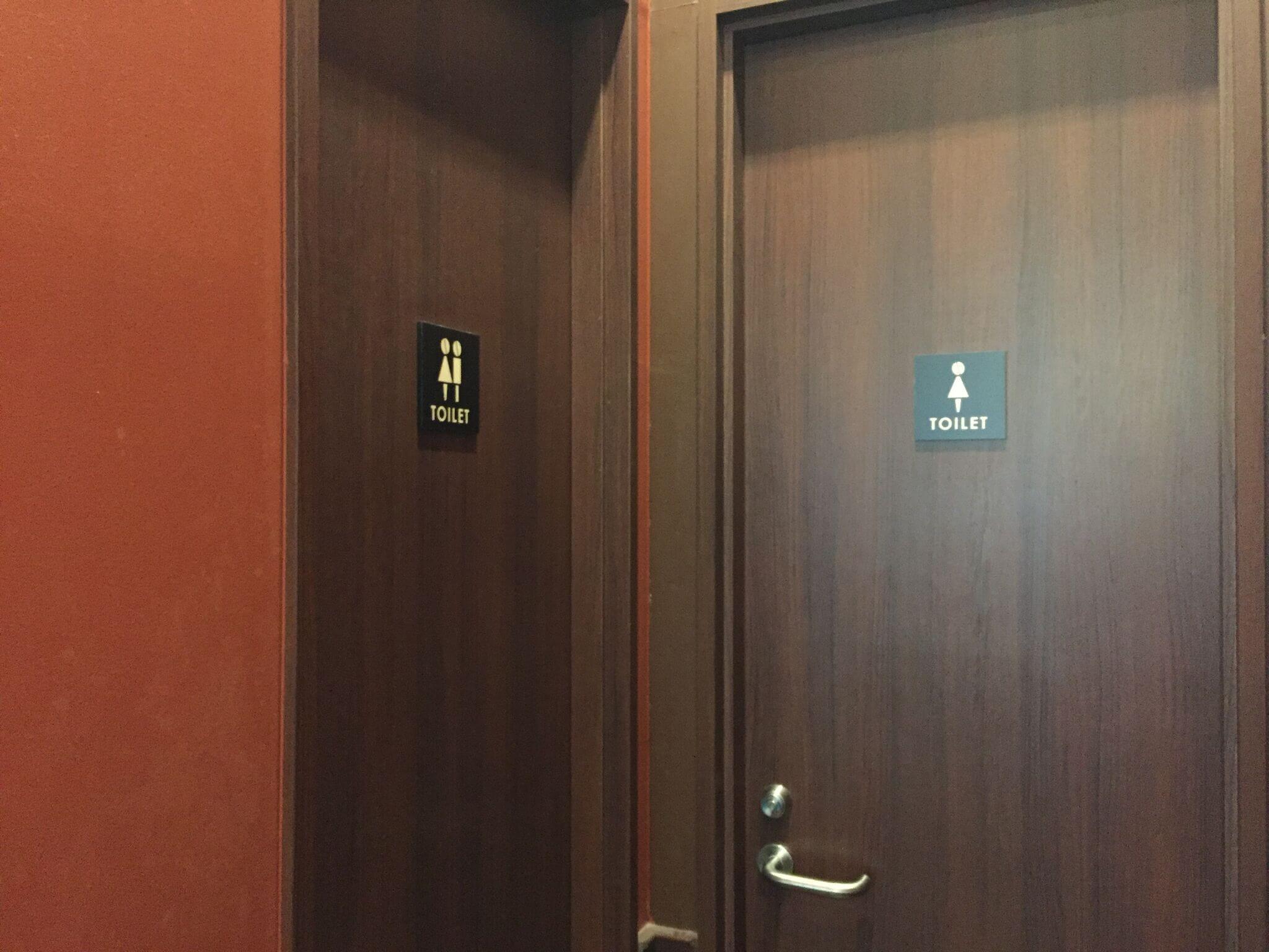 トイレは、店内2階に「女性用1つ」「男女共用1つ」あり