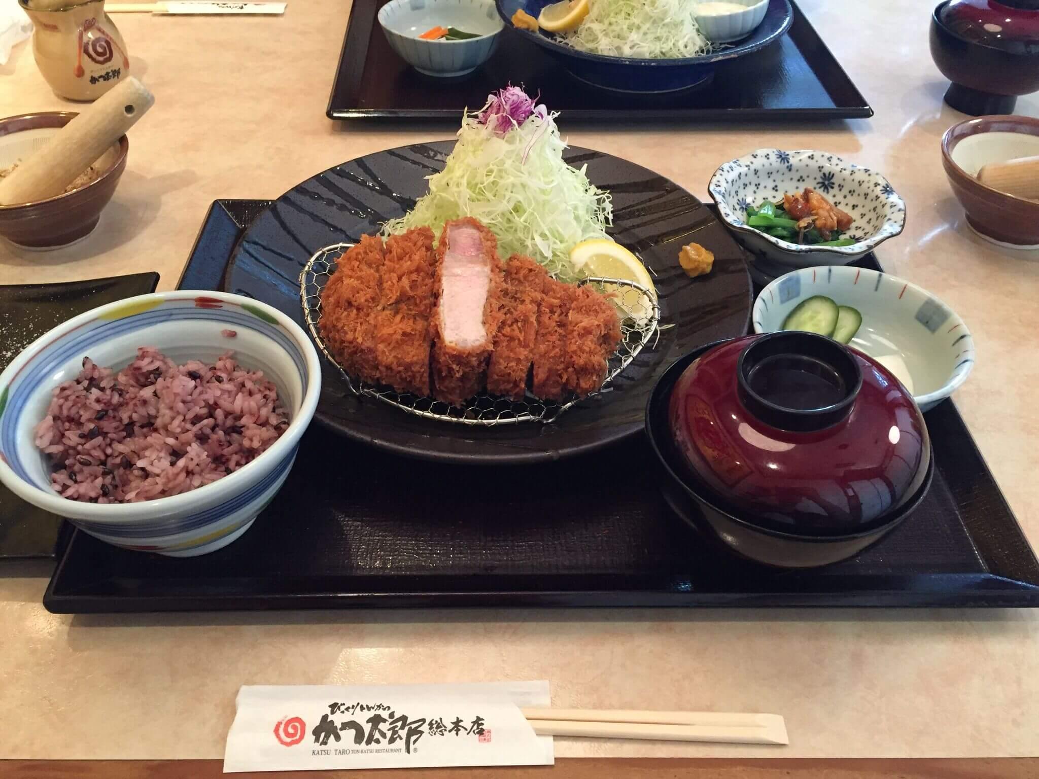 つくば王様豚:厚切りロースかつ定食(税別2,180円)