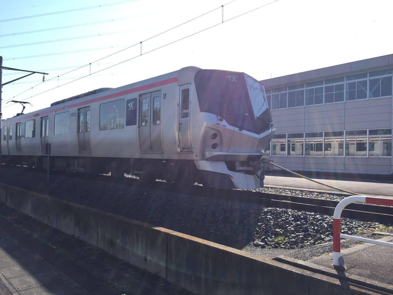 電車と綱引きの様子。
