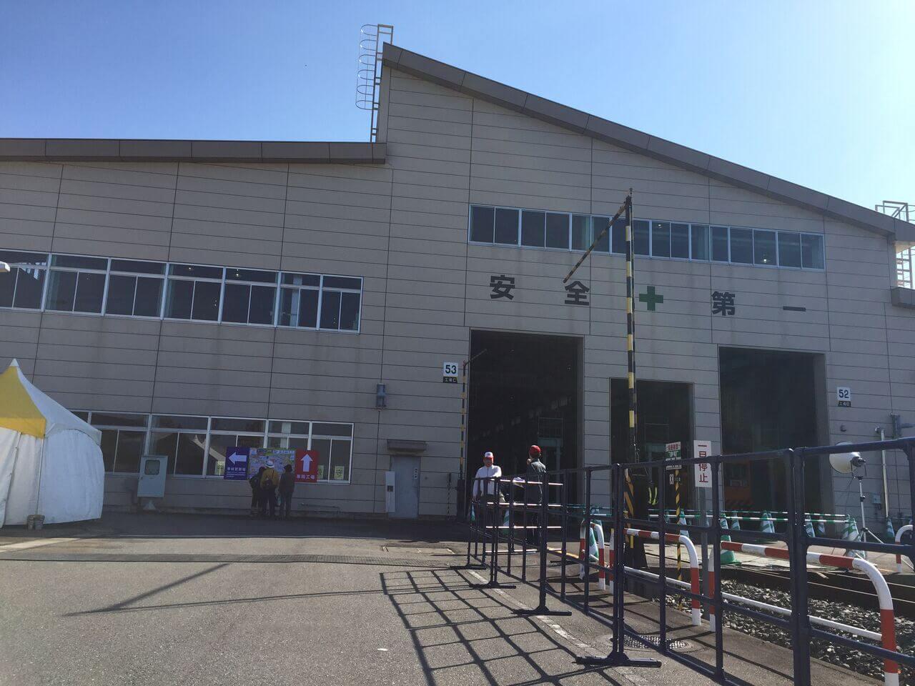 車両工場(車体更新場)の入り口